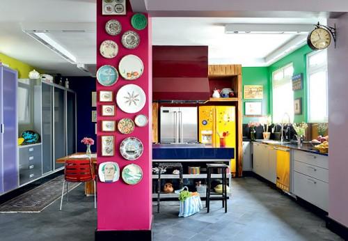 pinte-de-uma-cor-forte-e-use-como-parede-para-expor-coleções-e1345173930683