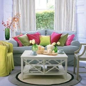 sala-colorida-almofadas-coloridas