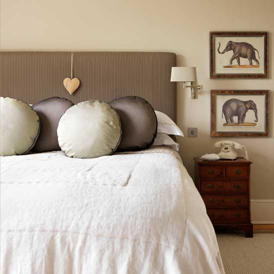 housetohome-metallic-bedroom