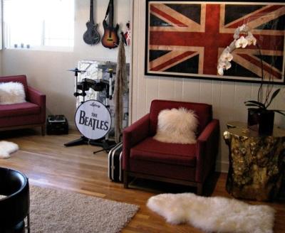 decoração-com-instrumento-musical-sala-de-estar-tema-beatles