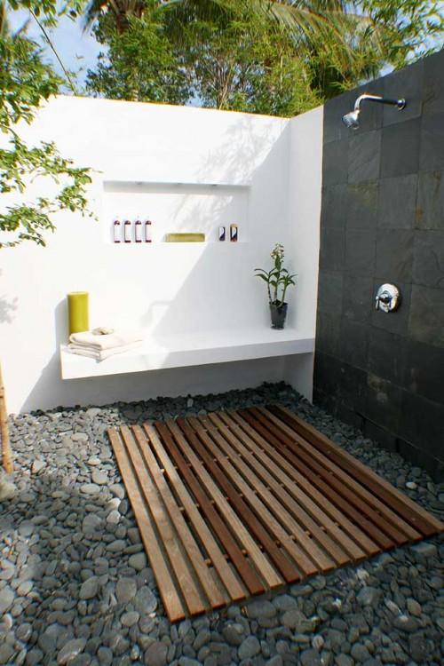 ducha no fundo do quintal