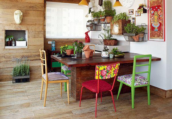 mesa de jantar com cadeiras diferentes