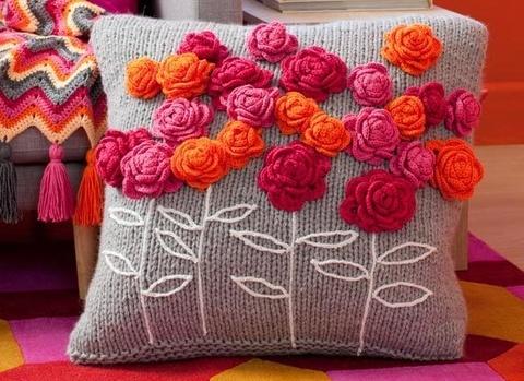 com-flores-e-bordado-em-croche