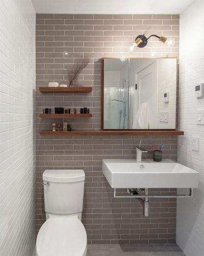 5-banheiro-pequeno-com-prateleiras