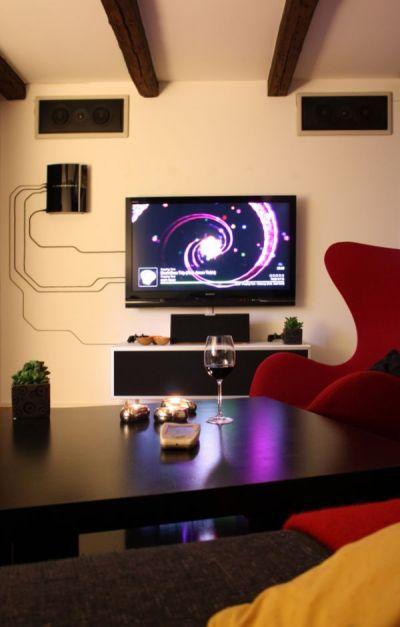 tv-playstation-hanging-wall