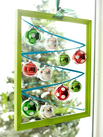 Christmas-Hanging-Windows-Display