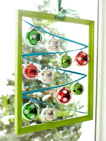 Christmas-Hanging-Windows-Display