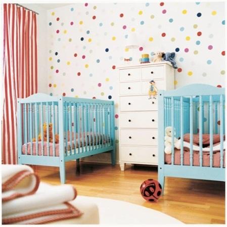 quarto-de-bebe-parede-de-bolinhas1