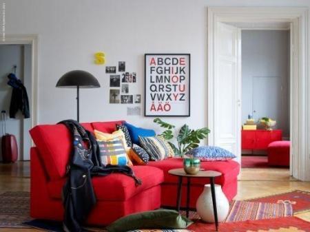 img_como_decorar_uma_sala_com_um_sofa_vermelho_10409_orig