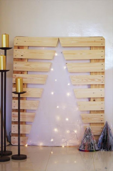 pallet-festive-tree-with-lights