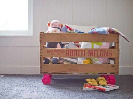 organizador-para-brinquedos-feito-com-caixote-de-feira