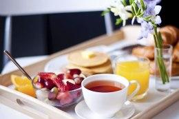 bandeja-de-cafe-da-manha-na-cama-para-o-marido-romantico-bandeja-café-da-manhã-na-cama-surpresa-