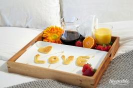 love-pancakes-breakfast-in-bed-04