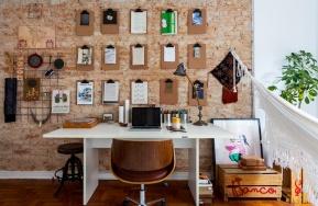 30-decoracao-escritorio-home-office-tijolinho-pranchetas-parede